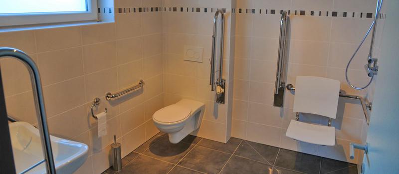 Vakantiehuis bertogne rolstoel toegankelijke vakantiewoning for Tv voor in badkamer